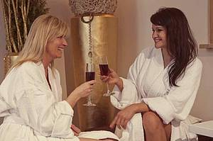 Hochriegel's Relax Days with your best friend and a glass wine